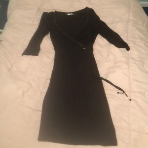 Guess Long sleeved deep cut dress